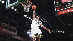NBA – Des photos iconiques de LeBron au lycée resurgissent, il réagit