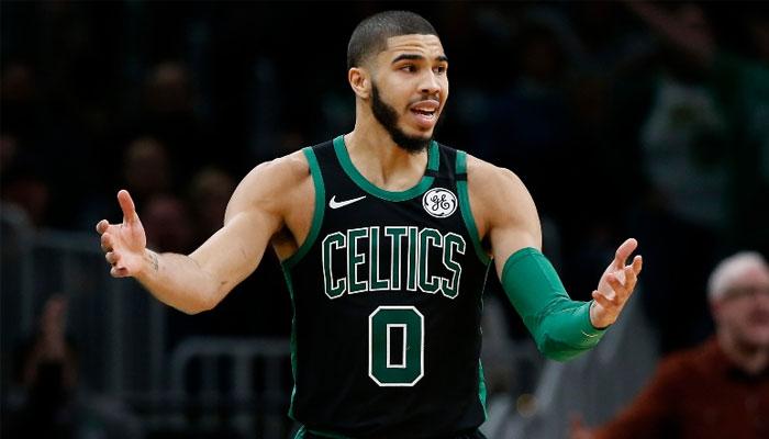 Jayson Tatum désabusé sous le maillot des Celtics