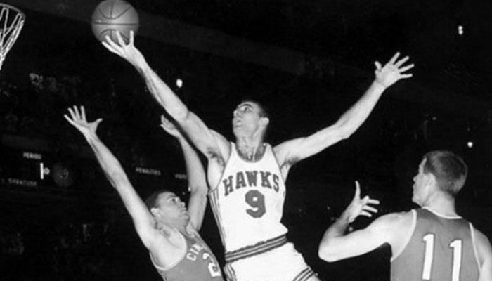 Bob Pettit sous le maillot des St Louis Hawks