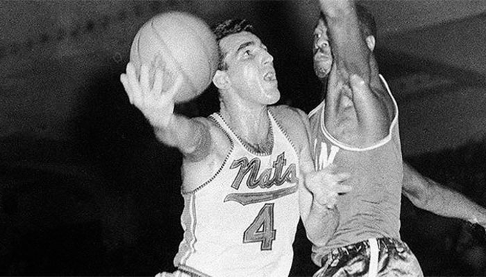 Dolph Schayes sous le maillot des Syracuse Nationals