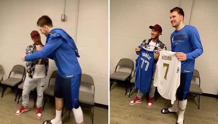 Eden Hazard salue Luka Doncic dans les couloirs de l'American Airlines Center après la rencontre entre les Dallas Mavericks et les New Orleans Pelicans