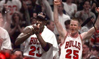 steve kerr et michael jordan après le titre de 1998