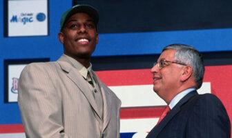 Paul Pierce et David Stern lors de la draft NBA 1998