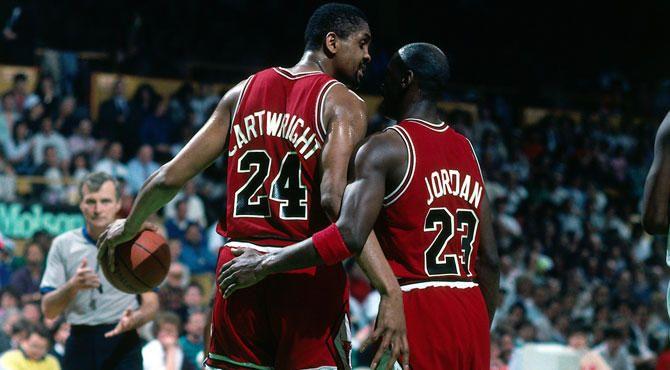 Bill Cartwright et Michael Jordan sous le maillot des Bulls