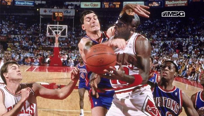 "Michael Jordan victime d'une grosse faute ""Jordan Rules"" de Bill Laimbeer"