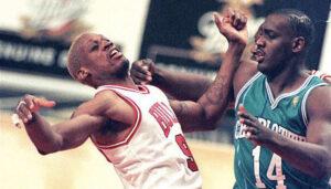 NBA – La réaction culte de Dennis Rodman, étranglé en plein match