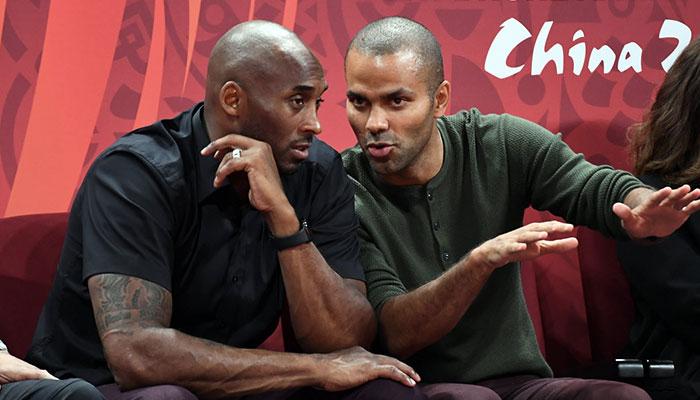 Kobe Bryant et Tony Parker en grande discussion lors du Mondial de basket 2019