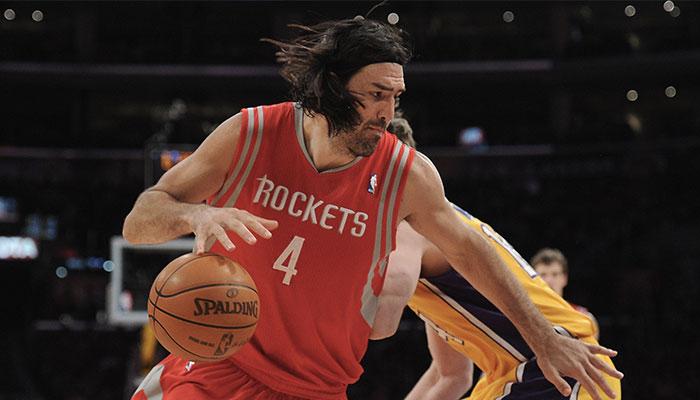 Luis Scola sous le maillot des Houston Rockets