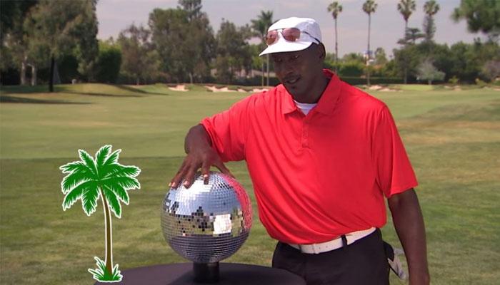 Michael Jordan attrapant une boule à facette