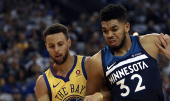 Stephen Curry et Karl-Anthony Towns lors d'une rencontre opposant les Golden State Warriors aux Minnesota Timberwolves