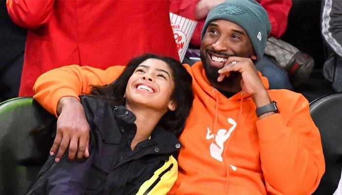 Kobe Bryant avec un hoodie WNBA