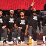 NBA – Les 2 seules personnes qui n'ont pas posé le genou pendant l'hymne du Game 1
