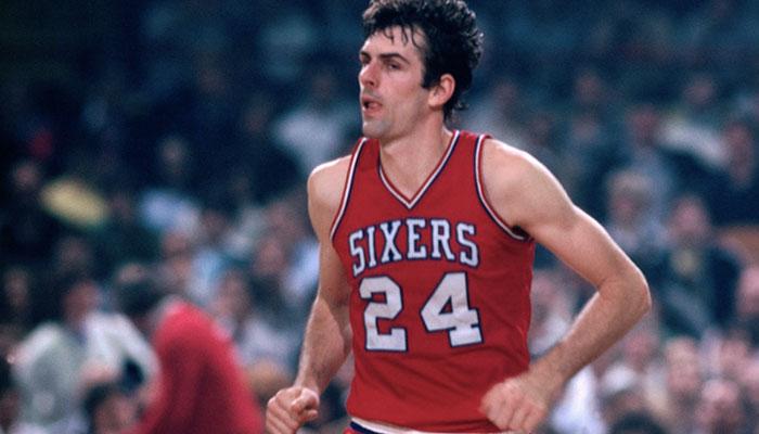 Bobby Jones sous le maillot des Philadelphia 76ers