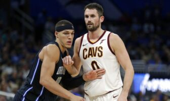 Aaron Gordon au duel avec Kevin Love-NBA
