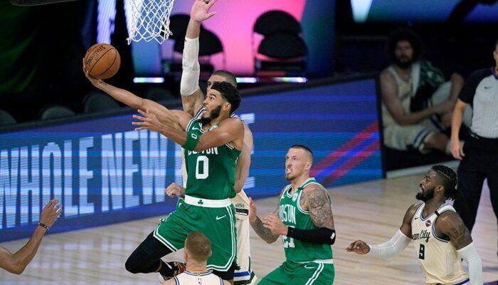 Jayson Tatum termine au cercle-NBA