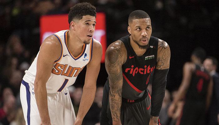Les stars NBA Devin Booker et Damian Lillard côtes à côtes lors d'un match entre les Phoenix Suns et les Portland Trail Blazers