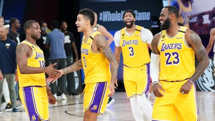 Kyle Kuzma, LeBron James, Anthony Davis et Dion Waiters des Los Angeles Lakers