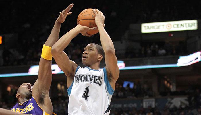 Wesley Johnson avec les Timberwolves, défendu par Kobe Bryant