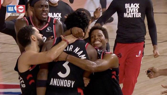 Les Raptors célèbrent le buzzer-beater d'OG Anunoby NBA