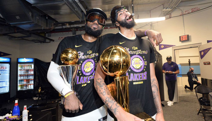 LeBron James et Anthony Davis célèbrent le titre NBA