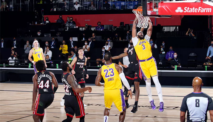 Anthony Davis au dunk contre Miami NBA
