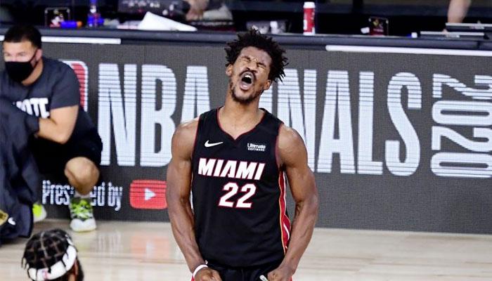 Jimmy Butler célèbre la victoire du Heat au Game 3 NBA