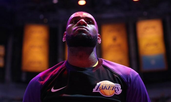 NBA LeBron James concentré avant un match des Lakers