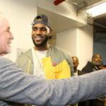 NBA – Pat Riley lance une polémique sur le titre des Lakers et s'explique