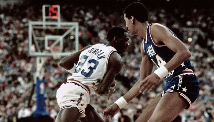 Les légendes NBA Michael Jordan et George Gervin lors du All-Star Game 1989