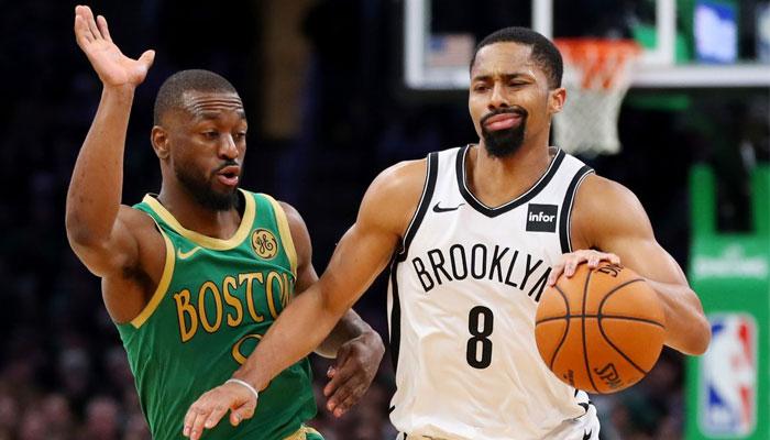Spencer Dinwiddie des Nets à la lutte avec Kemba Walker des Celtics