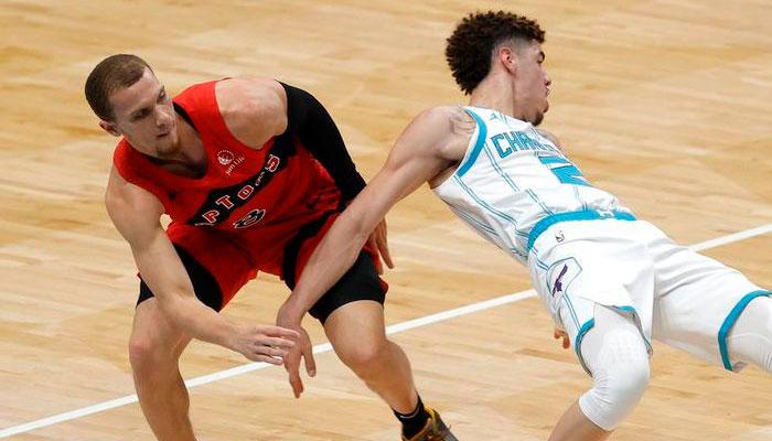 Malachi Flynn détruit LaMelo Ball en présaison NBA