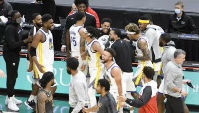 NBA – Les Warriors gagnent au buzzer, la réaction géniale de Curry et Klay