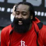 NBA – Sur un caviar de Harden, les Rockets marquent un rarissime dunk… à 3 mains !