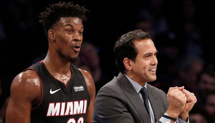 La superstar NBA du Miami Heat, Jimmy Butler, choquée en écoutant son coach, Erik Spoelstra, qui s'est récemment fendu d'un tacle assassin envers les Milwaukee Bucks