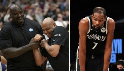 Les deux légendes NBA, Shaquille O'Neal et Charles Barkley (gauche), tout sourire après avoir interrogé la star des Brooklyn Nets, Kevin Durant (droite)