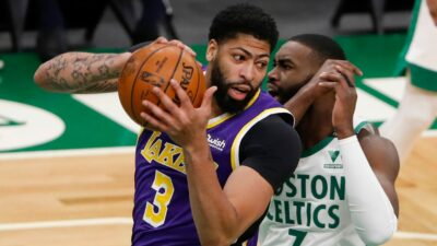 NBA – Une légende remet ouvertement en question Anthony Davis !