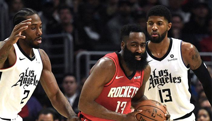 Les superstars NBA Kawhi Leonard, James Harden et Paul George lors d'un match entre les Los Angeles Clippers et les Houston Rockets