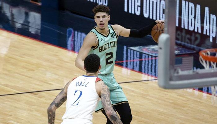 LaMelo Ball frôle le TD et domine complètement son frère ! NBA