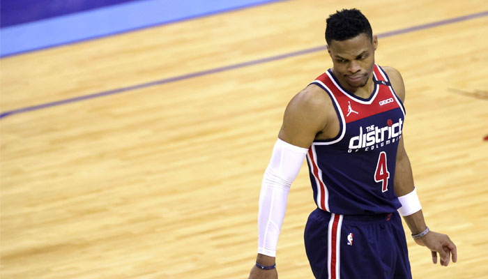 Au fond du trou, Russell Westbrook se fait expulser et ridiculiser NBA
