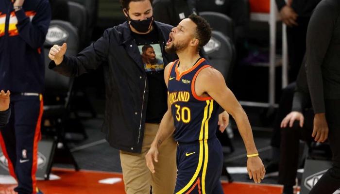 Stephen Curry est actuellement en feu avec les Warriors en NBA