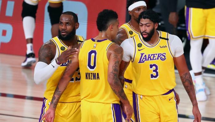 LeBron, Anthony, Davis, et Kyle Kuzma se concertent en plein match NBA des Lakers