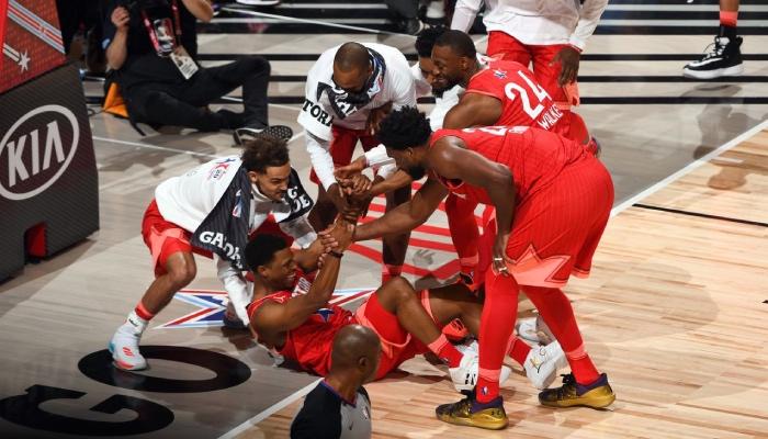 Les stars NBA Trae Young, Kyle Lowry, Khris Middleton, Donovan Mitchell, Kemba Walker et Joel Embiid lors du All-Star Game 2020