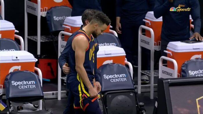 Steph Curry quitte le parquet