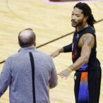 NBA – Une star de la ligue à genoux devant Derrick Rose