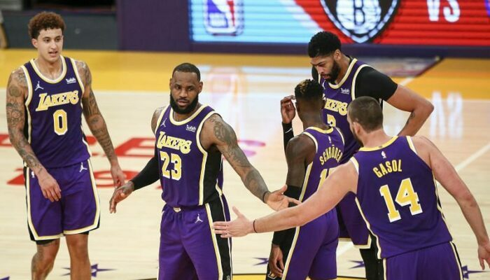 Kyle Kuzma, LeBron James, Dennis Schroder, Anthony Davis et Marc Gasol