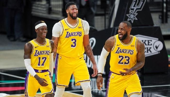 Anthony Davis, LeBron James, Dennis Schroder tout sourire chez les Lakers