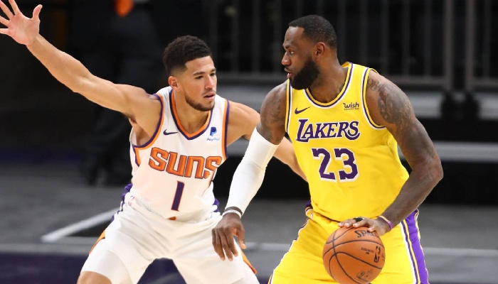 Devin Booker des Suns face à LeBron James et les Lakers NBA