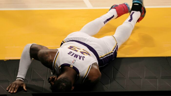 LeBron James blessé avec les Lakers
