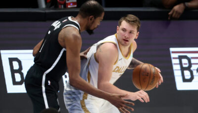 NBA – Kevin Durant à genoux devant Luka Doncic