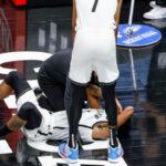 NBA – Sortie sur blessure pour Kyrie Irving, victime d'un très vilain coup !